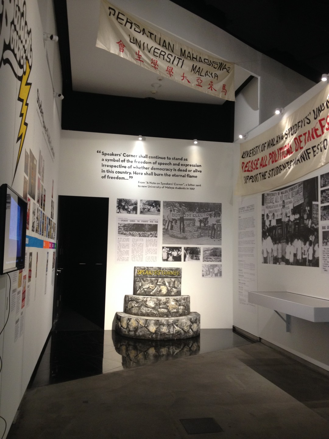 Corner Exhibition Stands Election : Ilham contemporary forum malaysia the edge galerie